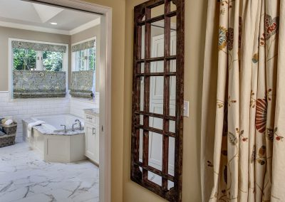 Classic White Sammamish Bathroom