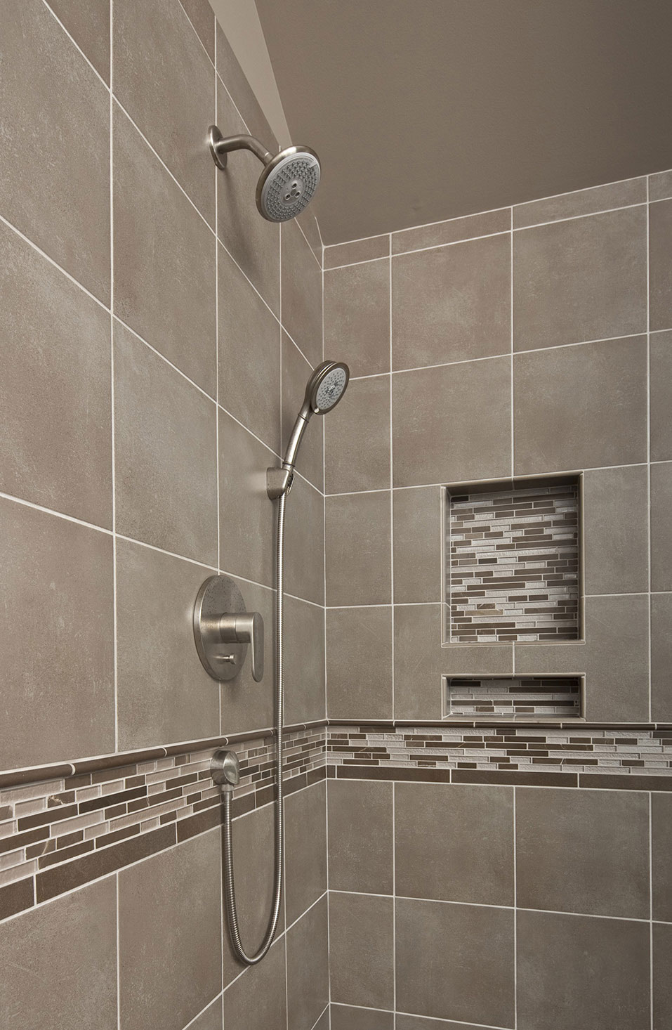 shower2-min